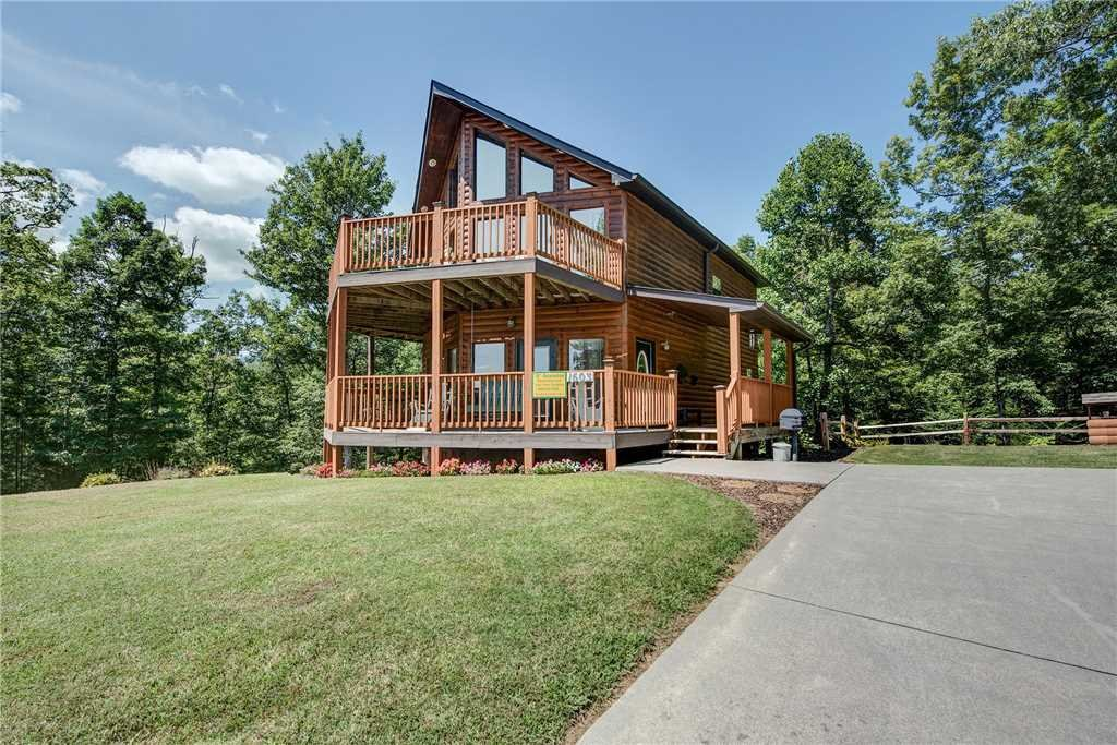 Photo of a Pigeon Forge Cabin named R Bearadise - This is the second photo in the set.