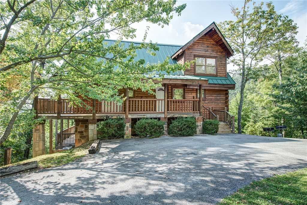 Photo of a Pigeon Forge Cabin named Burly Bear - This is the thirtieth photo in the set.