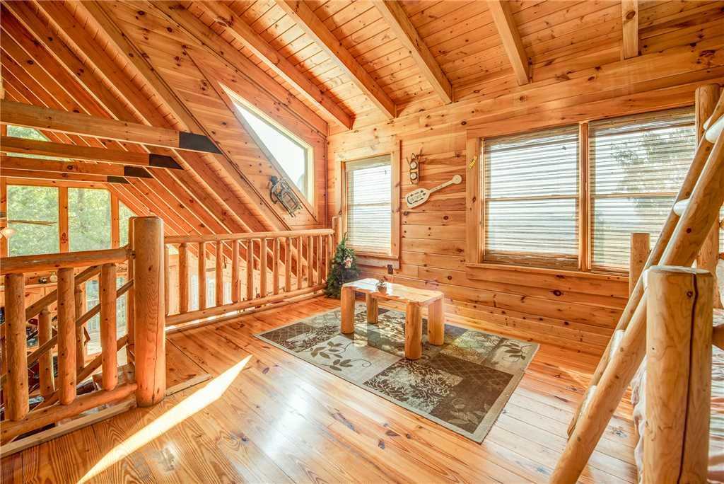 Photo of a Pigeon Forge Cabin named Burly Bear - This is the seventeenth photo in the set.