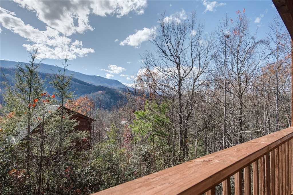 Photo of a Gatlinburg Cabin named Bearway To Heaven - This is the sixteenth photo in the set.