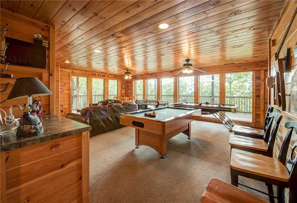 Photo of a Pigeon Forge Cabin named Burly Bear - This is the twenty-third photo in the set.