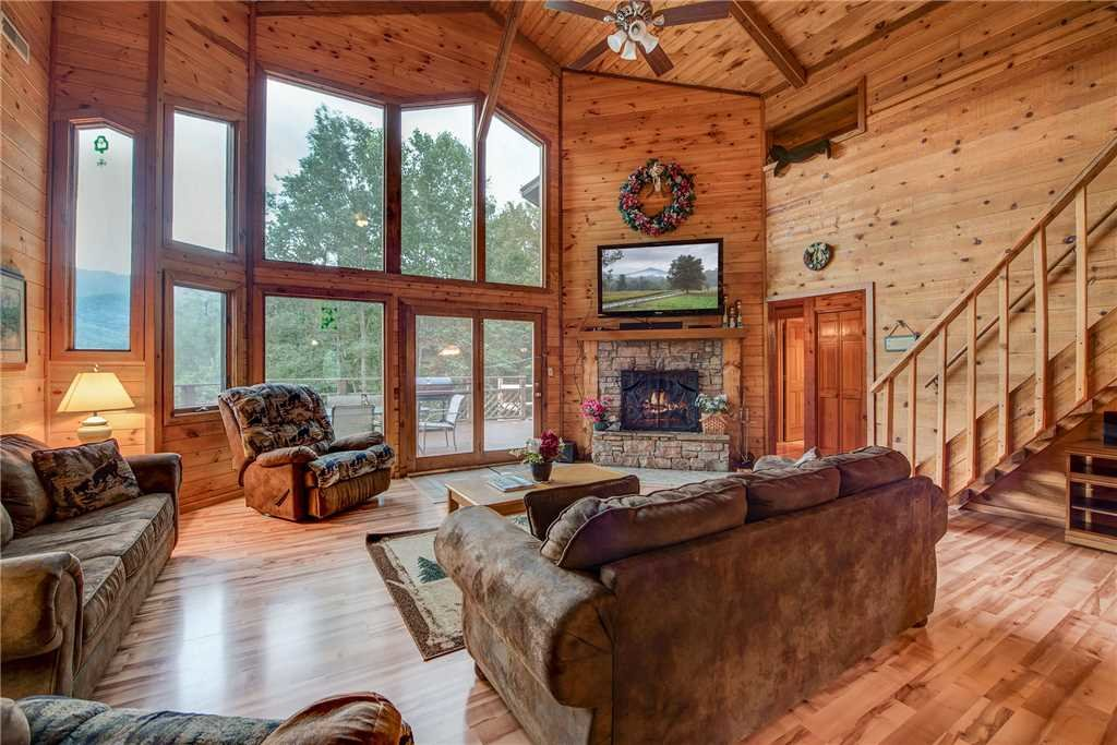 Photo of a Gatlinburg Cabin named Emerald View - This is the third photo in the set.
