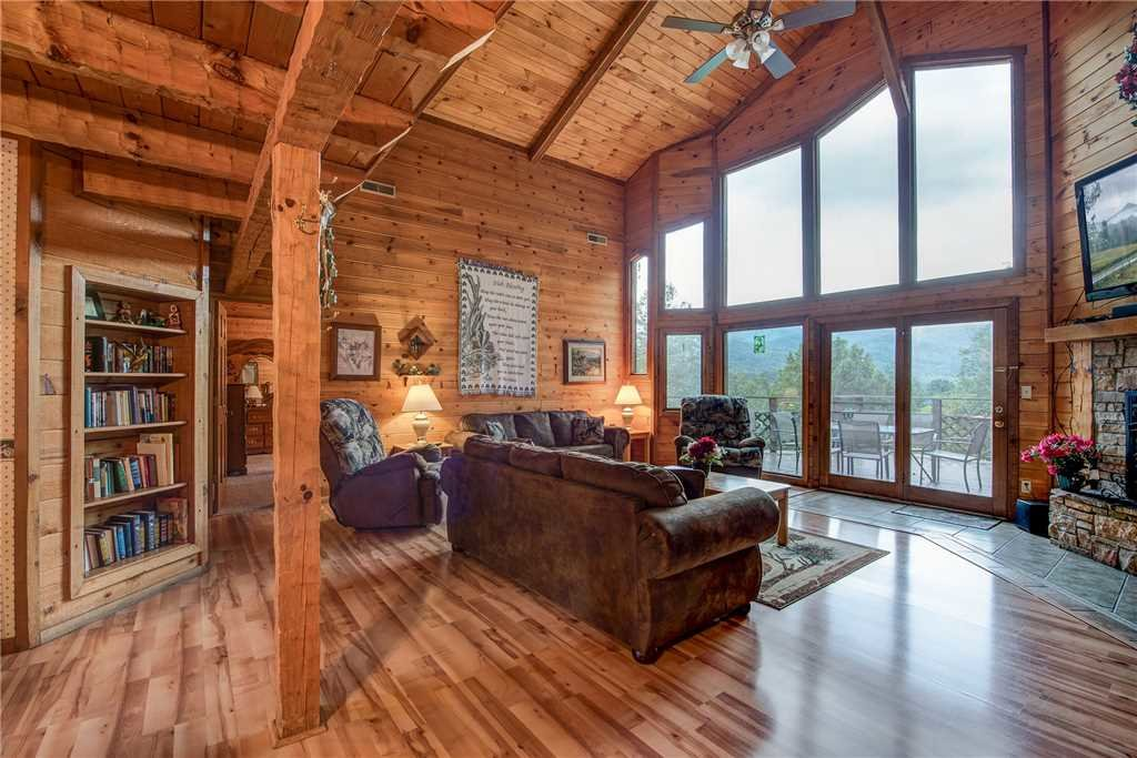 Photo of a Gatlinburg Cabin named Emerald View - This is the first photo in the set.