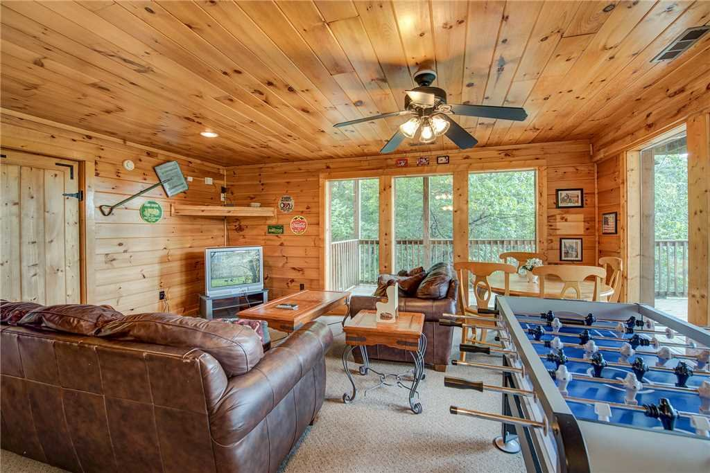 Photo of a Pigeon Forge Cabin named Burly Bear - This is the twenty-fourth photo in the set.