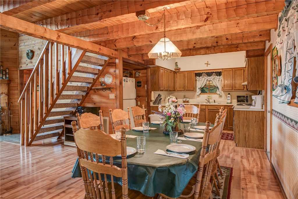 Photo of a Gatlinburg Cabin named Emerald View - This is the fourth photo in the set.