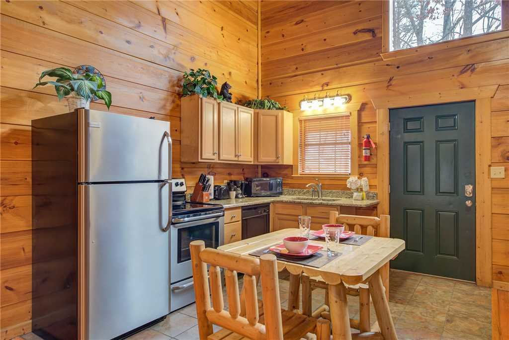 Photo of a Gatlinburg Cabin named Bearadise - This is the sixth photo in the set.