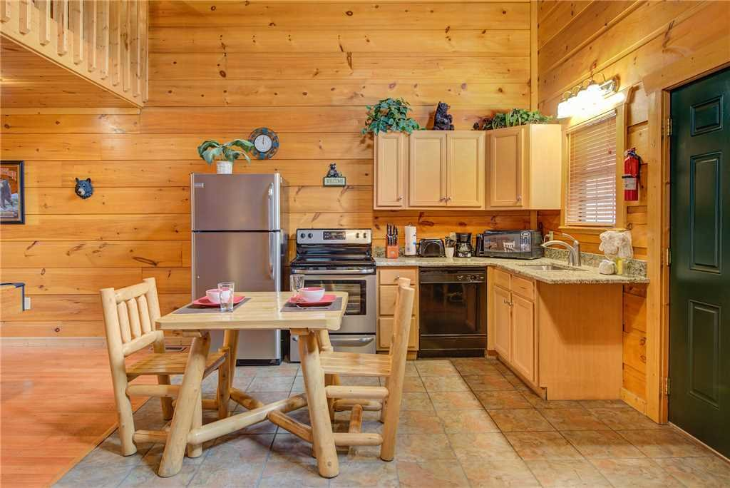 Photo of a Gatlinburg Cabin named Bearadise - This is the fifth photo in the set.