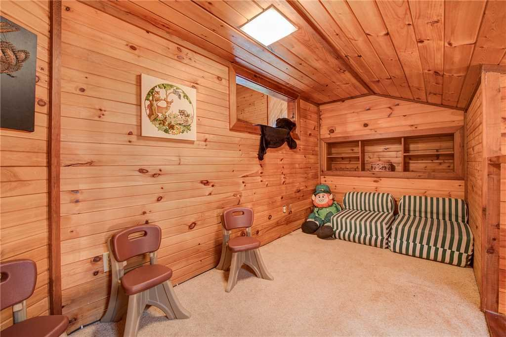 Photo of a Gatlinburg Cabin named Emerald View - This is the fourteenth photo in the set.