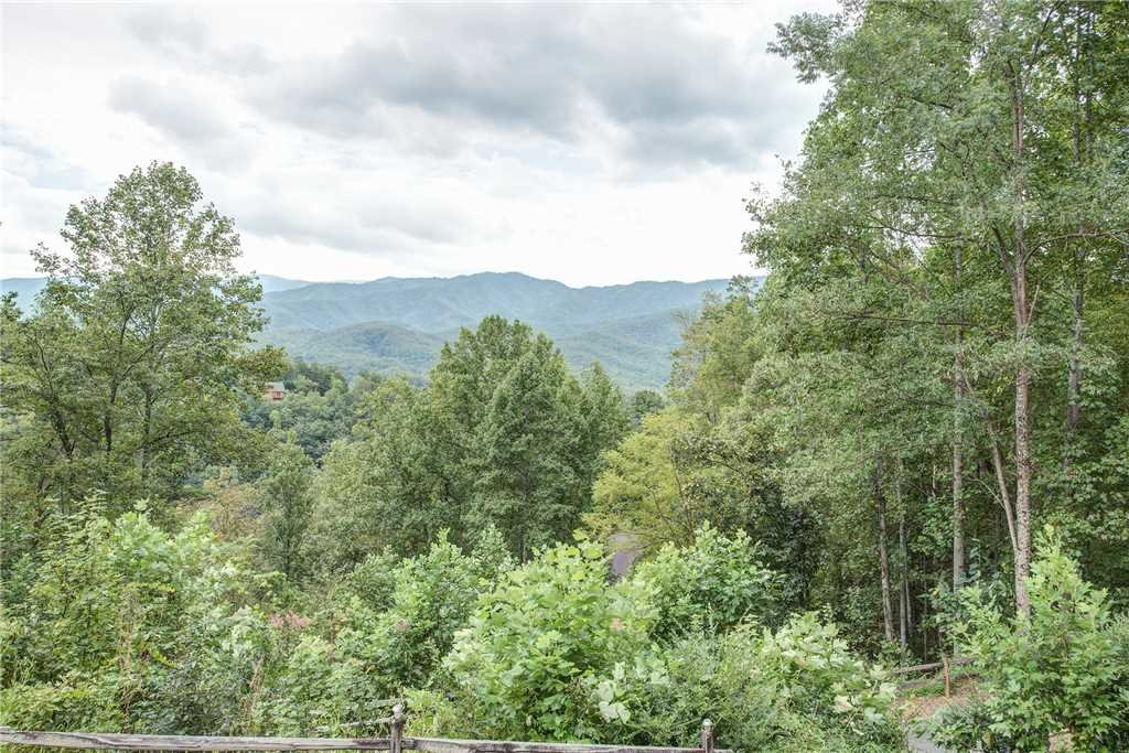 Photo of a Gatlinburg Cabin named Emerald View - This is the twenty-fourth photo in the set.
