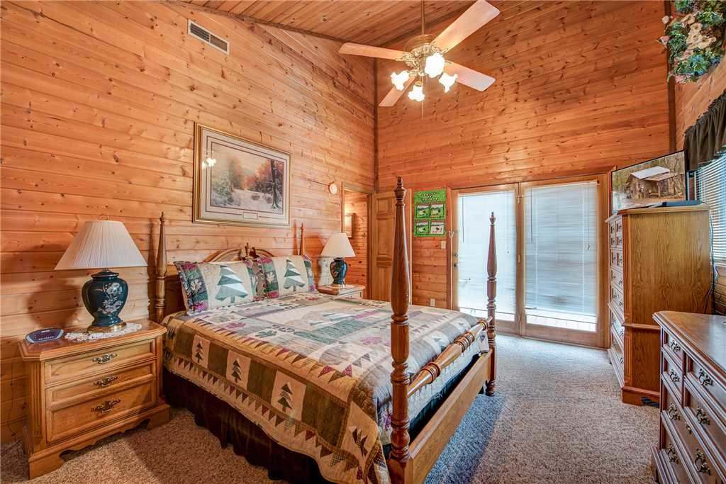 Photo of a Gatlinburg Cabin named Emerald View - This is the sixteenth photo in the set.