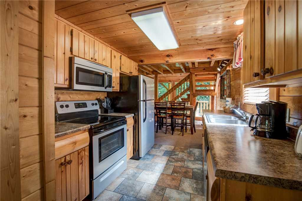 Photo of a Pigeon Forge Cabin named Creekside Romance - This is the seventh photo in the set.