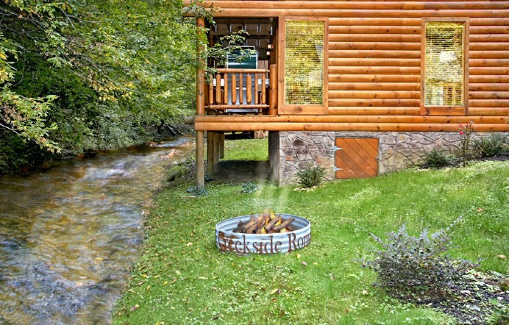 Photo of a Pigeon Forge Cabin named Creekside Romance - This is the twentieth photo in the set.