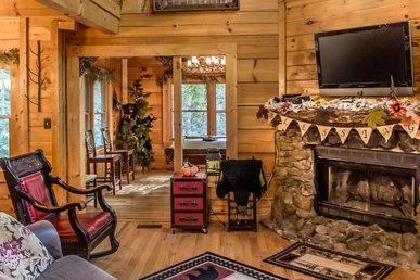 Cozy Log Cabin with Pool Table & Hot Tub!