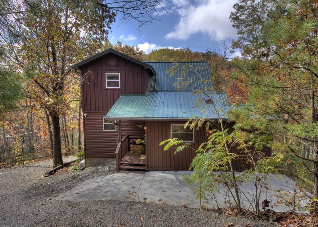 Photo of a Pigeon Forge Cabin named Sweet Tea - This is the second photo in the set.