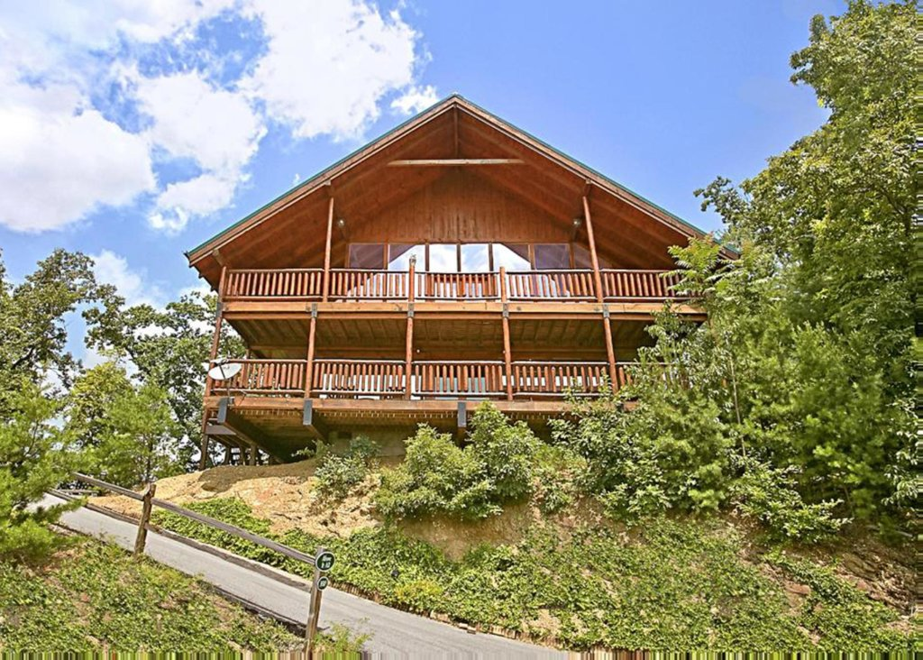 Photo of a Pigeon Forge Cabin named Above It All #38 - This is the third photo in the set.