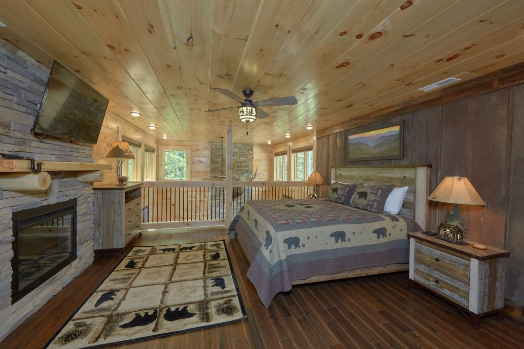 Photo of a Pigeon Forge Cabin named Poolin Around - This is the sixteenth photo in the set.
