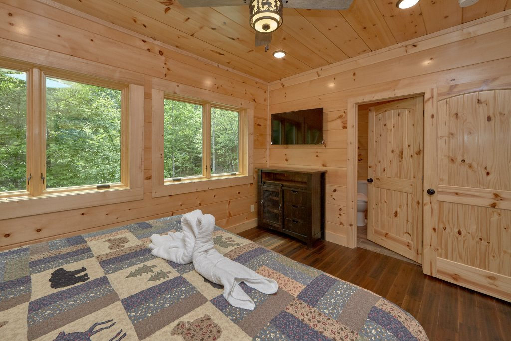 Photo of a Pigeon Forge Cabin named Poolin Around - This is the nineteenth photo in the set.