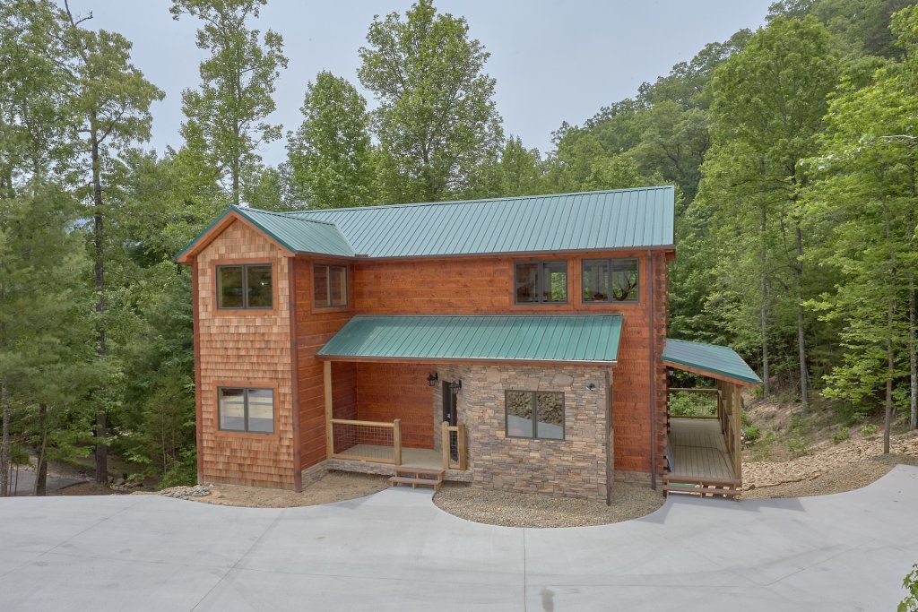 Photo of a Pigeon Forge Cabin named Poolin Around - This is the twenty-fifth photo in the set.