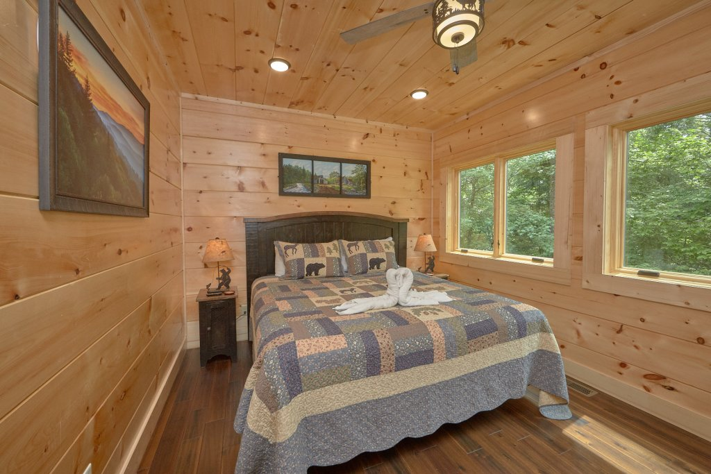 Photo of a Pigeon Forge Cabin named Poolin Around - This is the twentieth photo in the set.