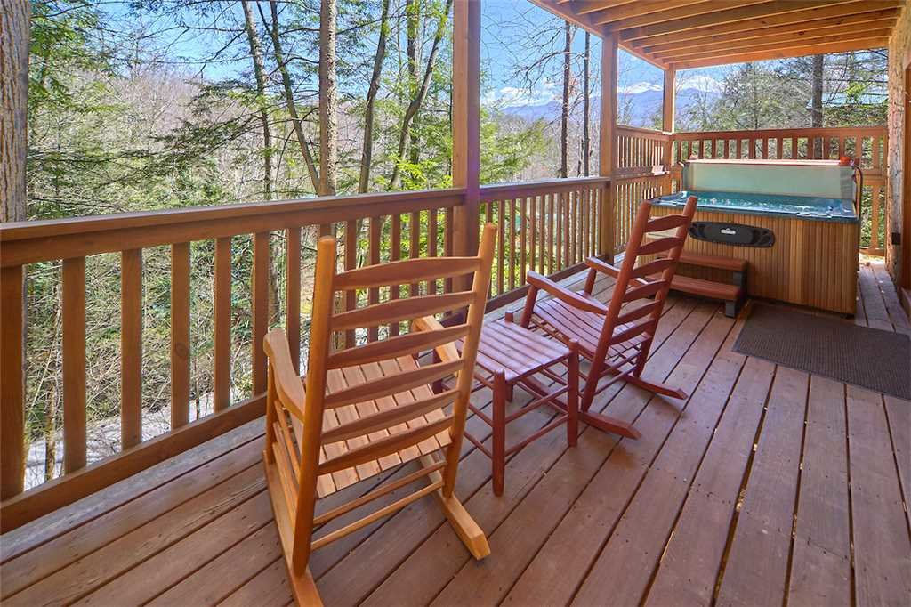 Photo of a Gatlinburg Cabin named Around The Bend - This is the eighteenth photo in the set.