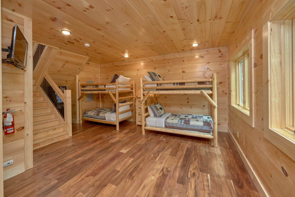 Photo of a Pigeon Forge Cabin named Poolin Around - This is the twenty-second photo in the set.