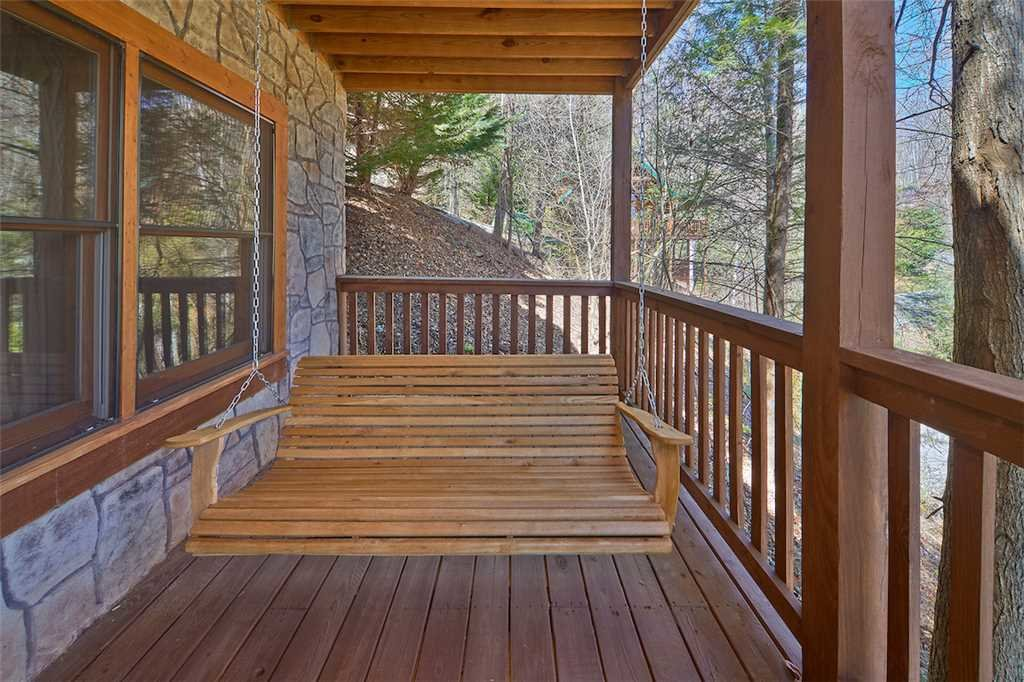 Photo of a Gatlinburg Cabin named Around The Bend - This is the nineteenth photo in the set.