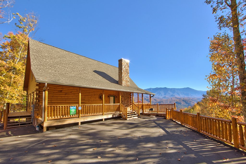 Photo of a Gatlinburg Cabin named Splash Mansion #500 - This is the first photo in the set.