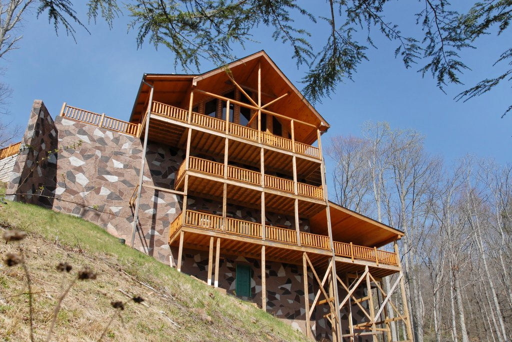 Photo of a Gatlinburg Cabin named Splash Mansion #500 - This is the forty-fifth photo in the set.