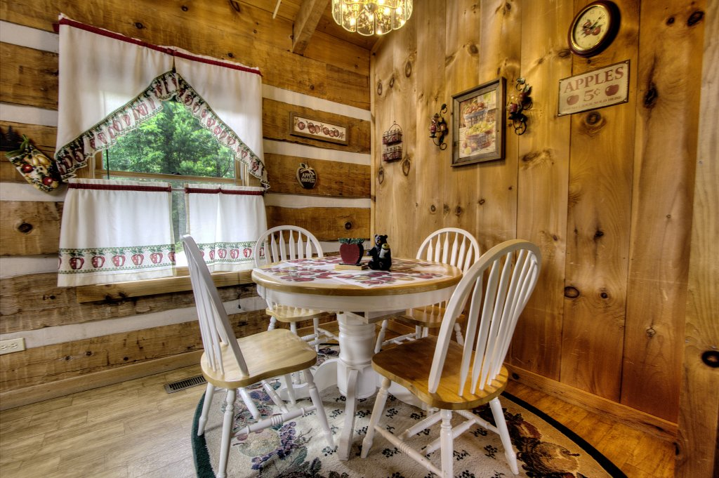Photo of a Pigeon Forge Cabin named Apple Bear View #116 - This is the twenty-seventh photo in the set.