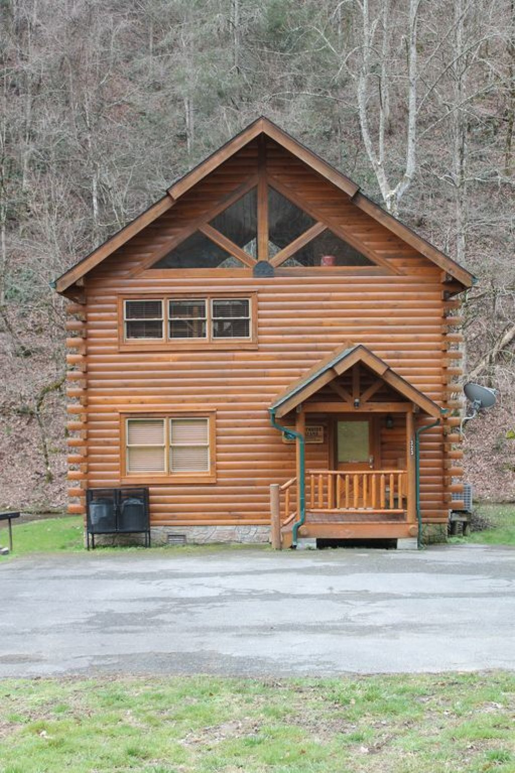 Photo of a Pigeon Forge Cabin named Creekside Dreams - This is the fourth photo in the set.