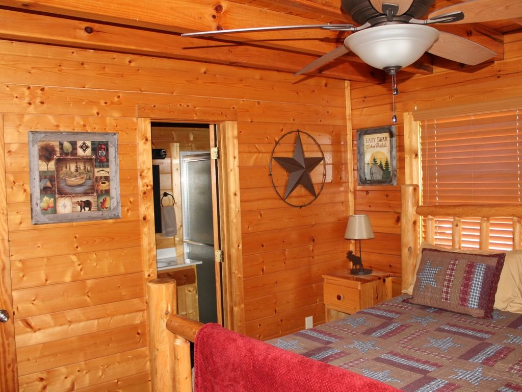 Photo of a Pigeon Forge Cabin named Creekside Dreams - This is the eighth photo in the set.