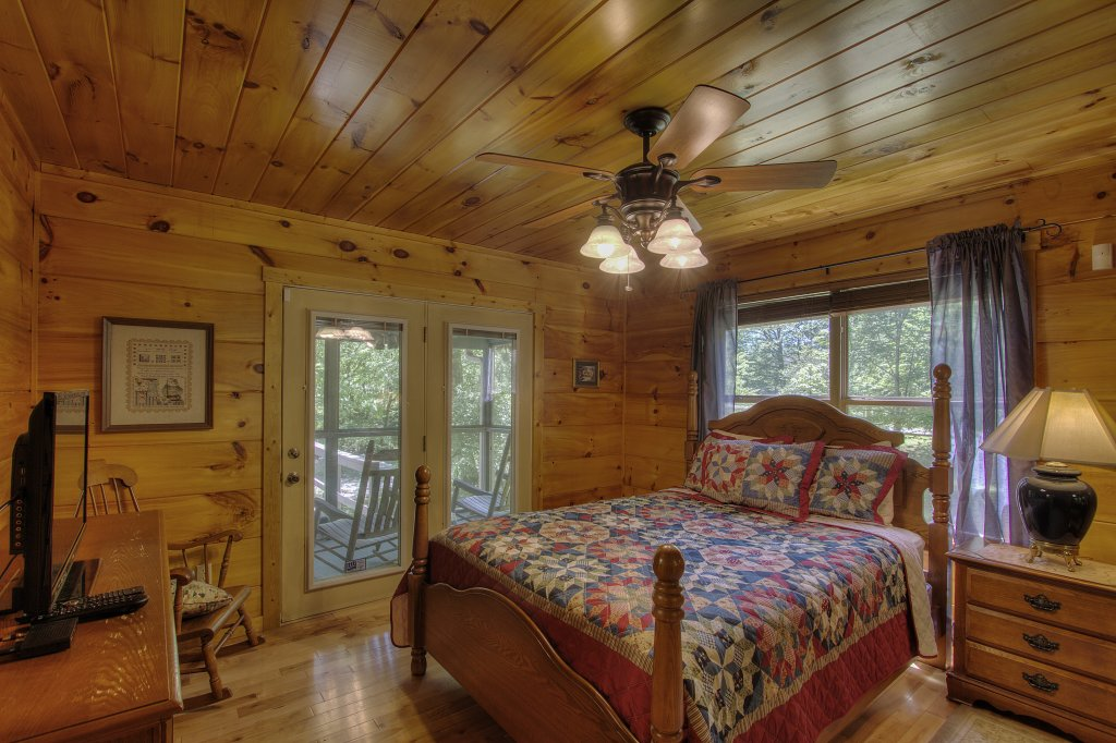 Photo of a Gatlinburg Cabin named Living Waters #376 - This is the fifty-second photo in the set.