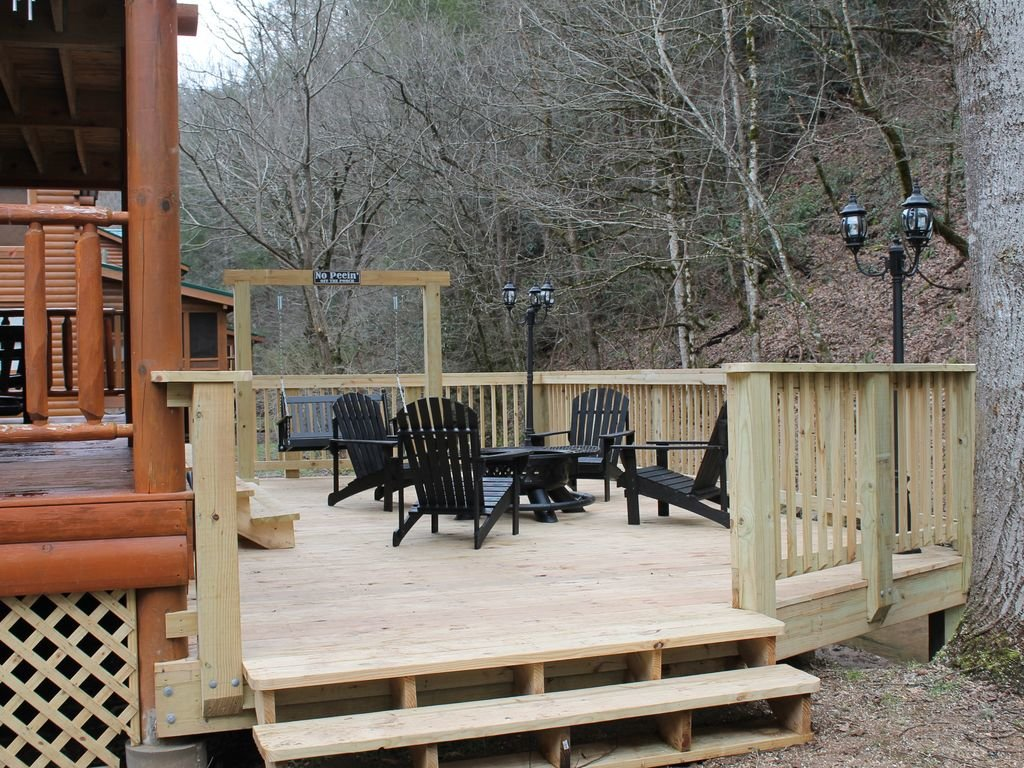 Photo of a Pigeon Forge Cabin named Creekside Dreams - This is the third photo in the set.
