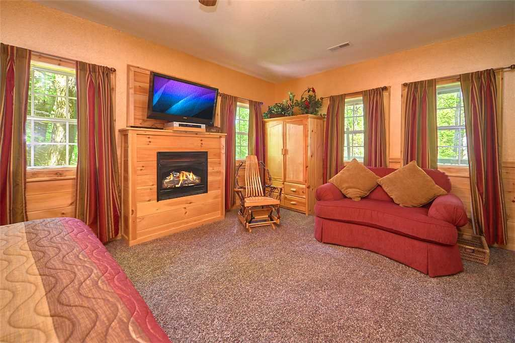 Photo of a Gatlinburg Cabin named Life's Escape - This is the fourteenth photo in the set.
