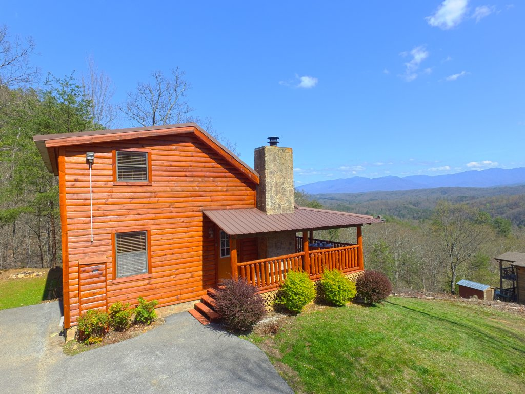 Photo of a Pigeon Forge Cabin named Grandpa Bear's View #233 - This is the first photo in the set.