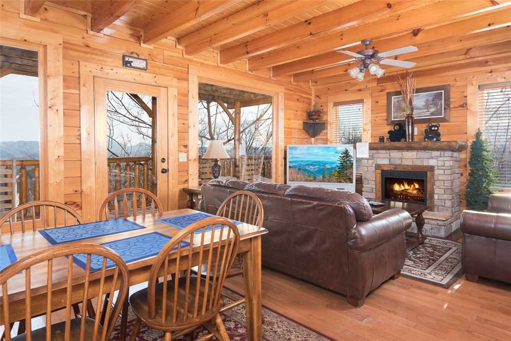 Photo of a Pigeon Forge Cabin named Bearly Believable - This is the fourth photo in the set.