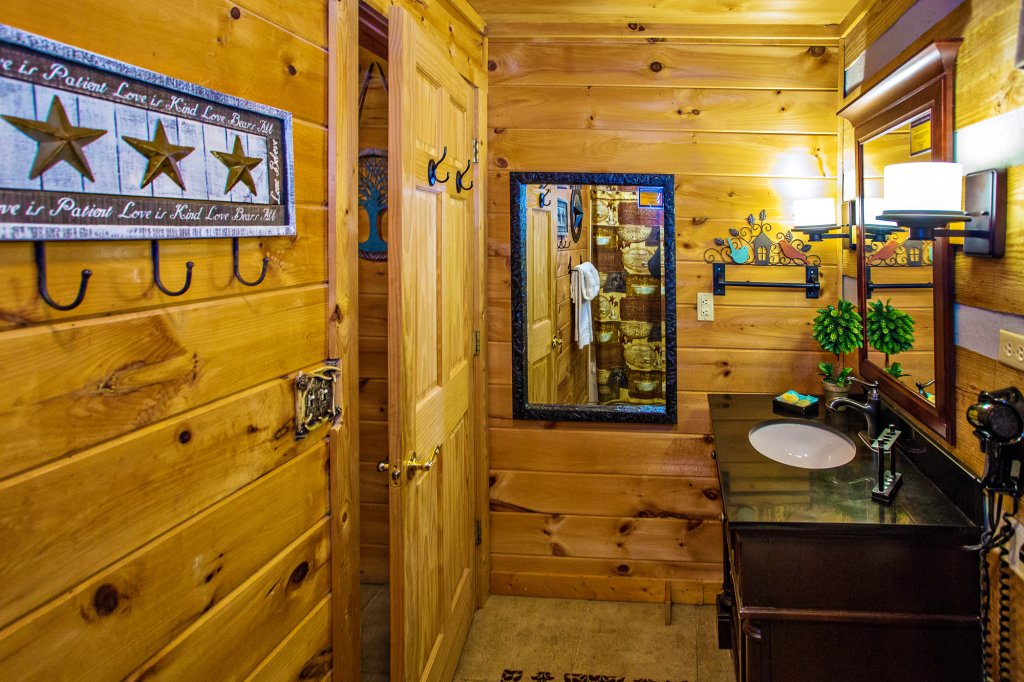Photo of a Gatlinburg Cabin named Eagle's View - This is the twenty-fourth photo in the set.