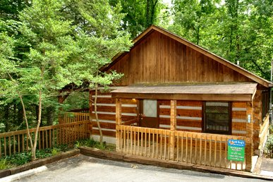 Romantic Gatlinburg Log Cabin, Less Than 1 Mile To Park And Downtown