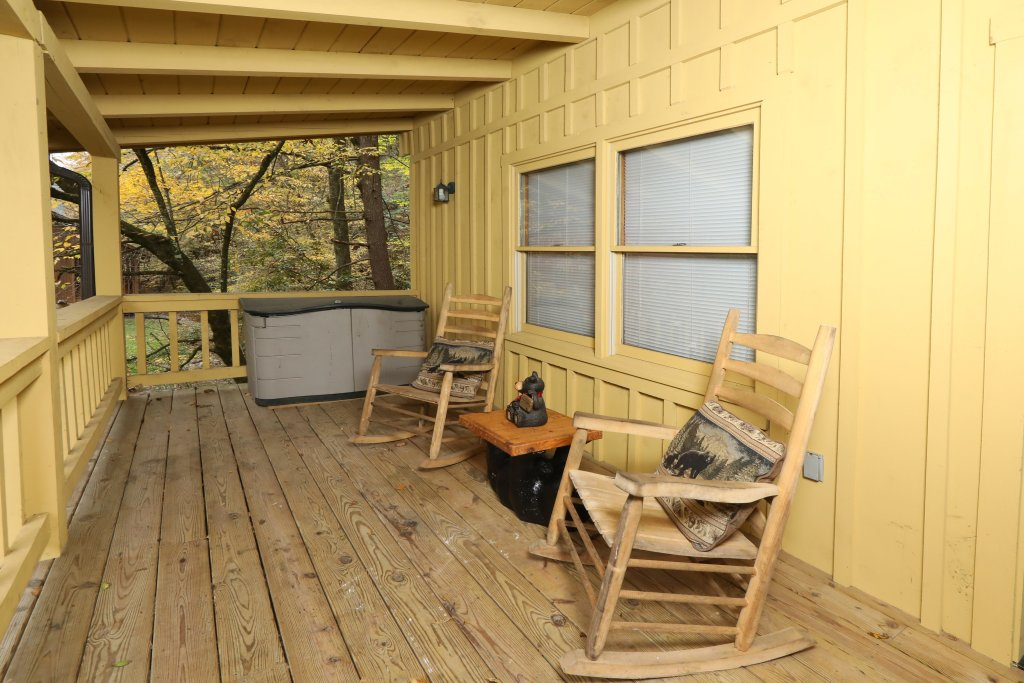 Photo of a Pigeon Forge Cabin named Creekside Tranquility #365 - This is the twentieth photo in the set.