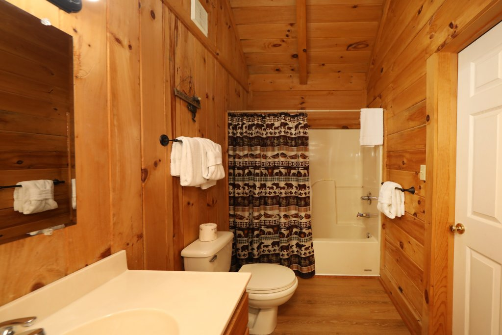 Photo of a Pigeon Forge Cabin named Creekside Tranquility #365 - This is the twenty-second photo in the set.