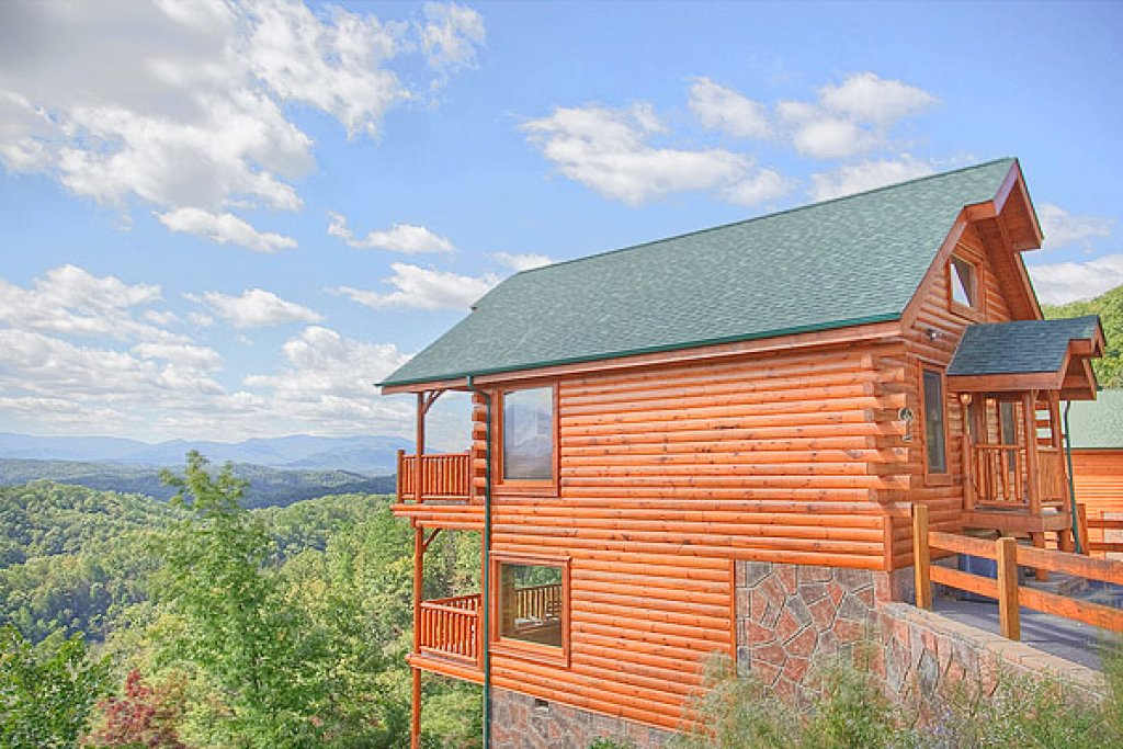 Photo of a Pigeon Forge Cabin named Pleasant View Ridge - This is the first photo in the set.