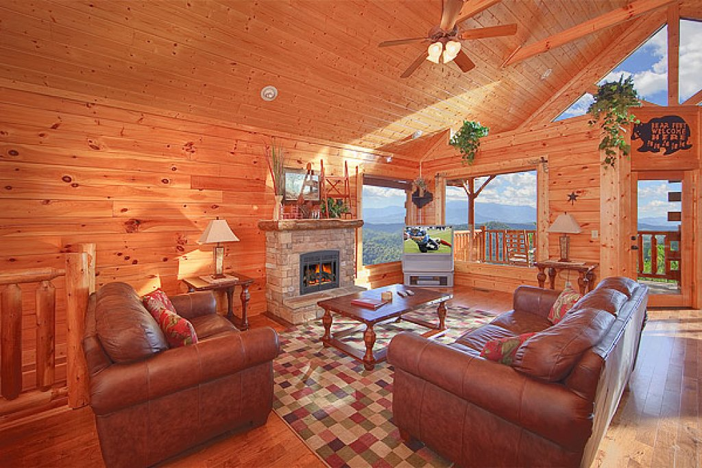 Photo of a Pigeon Forge Cabin named Pleasant View Ridge - This is the second photo in the set.