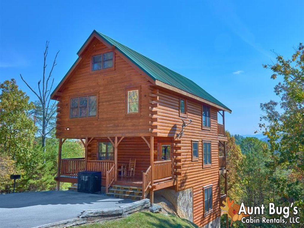 Photo of a Pigeon Forge Cabin named Incredible View - #326 - This is the first photo in the set.
