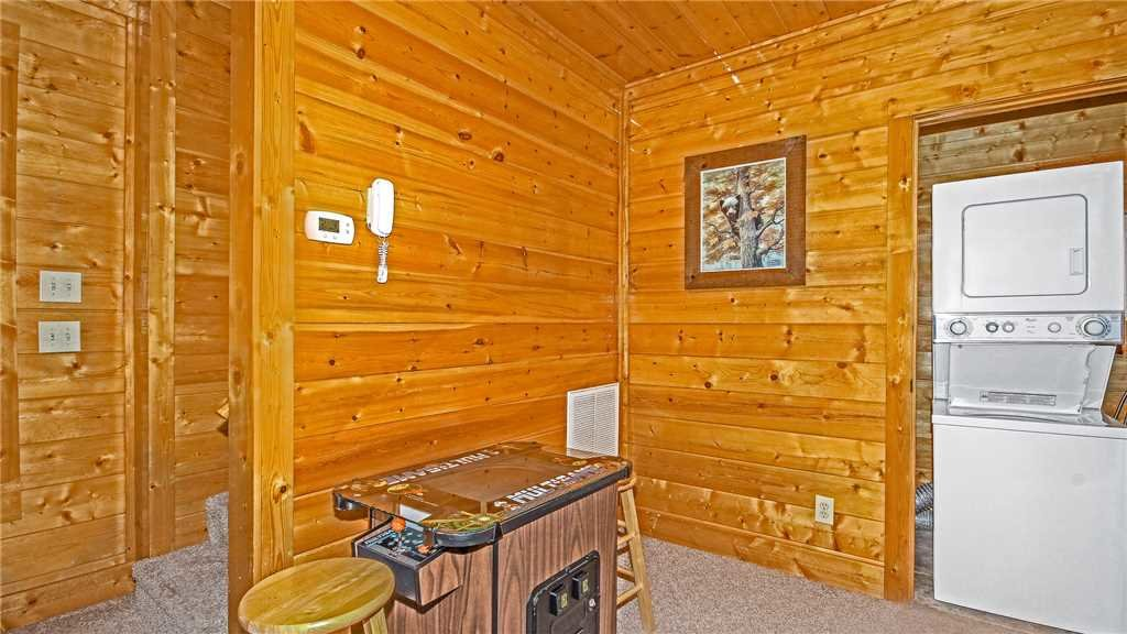 Photo of a Pigeon Forge Cabin named High Expectations - This is the twelfth photo in the set.