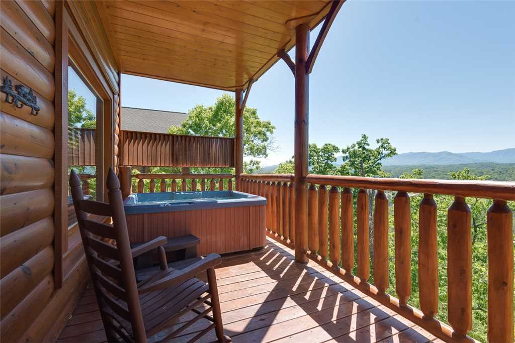 Photo of a Pigeon Forge Cabin named The Grand Legacy - This is the thirteenth photo in the set.