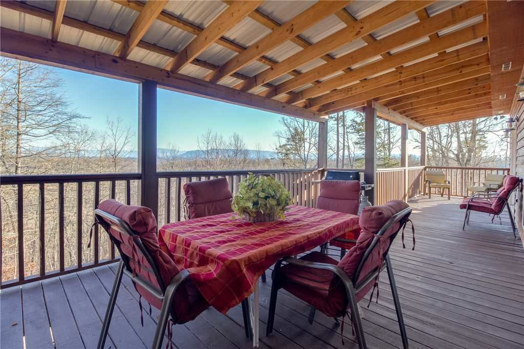 Photo of a Sevierville Cabin named Bear Hollow Lodge - This is the second photo in the set.