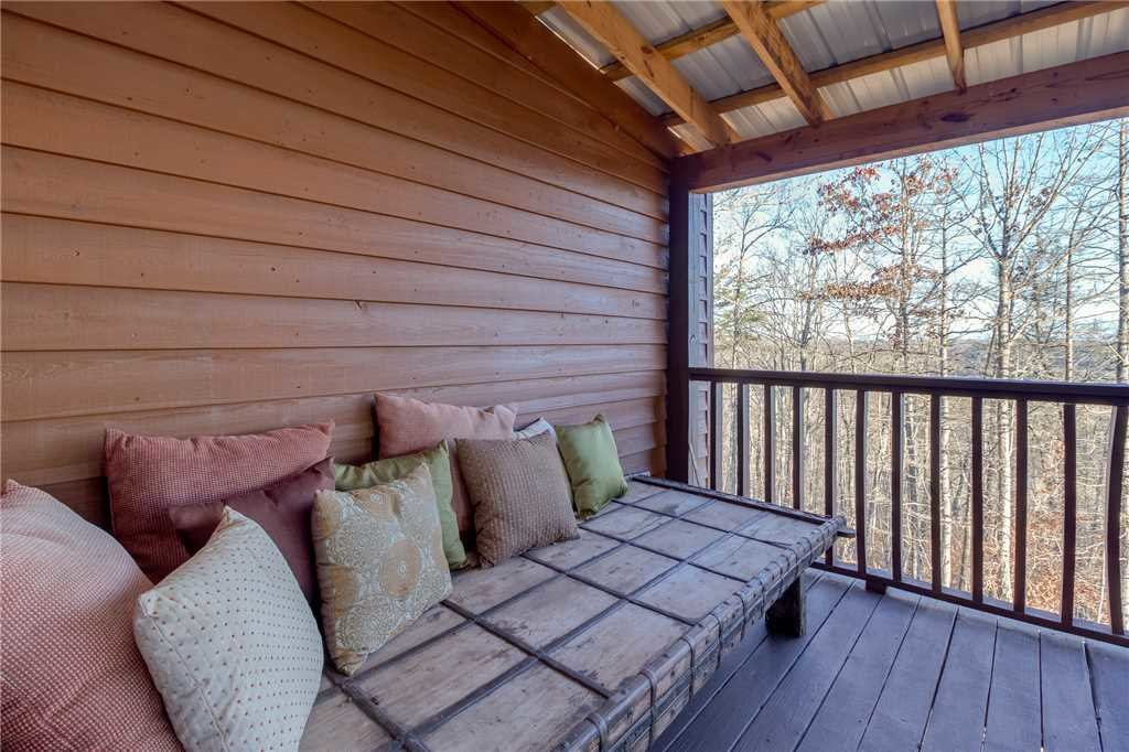 Photo of a Sevierville Cabin named Bear Hollow Lodge - This is the thirty-fifth photo in the set.