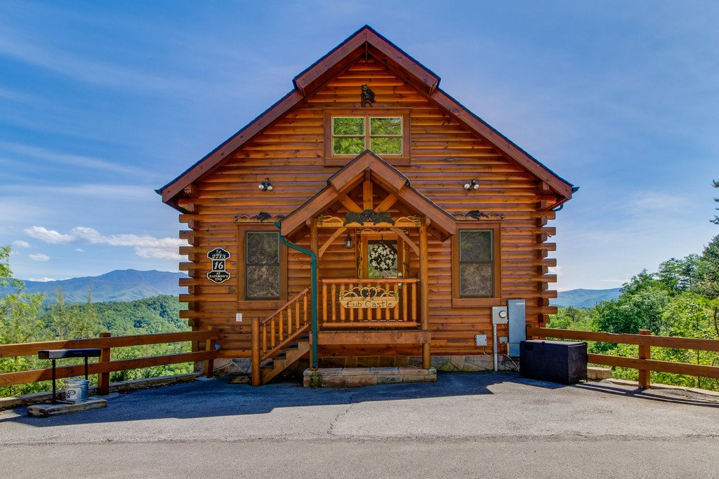 Photo of a Pigeon Forge Cabin named Cub Castle - This is the twenty-sixth photo in the set.