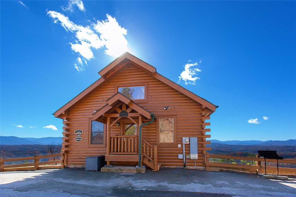 Photo of a Pigeon Forge Cabin named Spellbound - This is the first photo in the set.