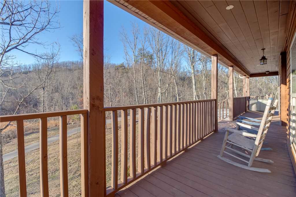 Photo of a Sevierville Cabin named Bear Hollow Lodge - This is the thirty-sixth photo in the set.